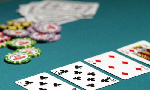 Poker online- methods for beginner players Playing